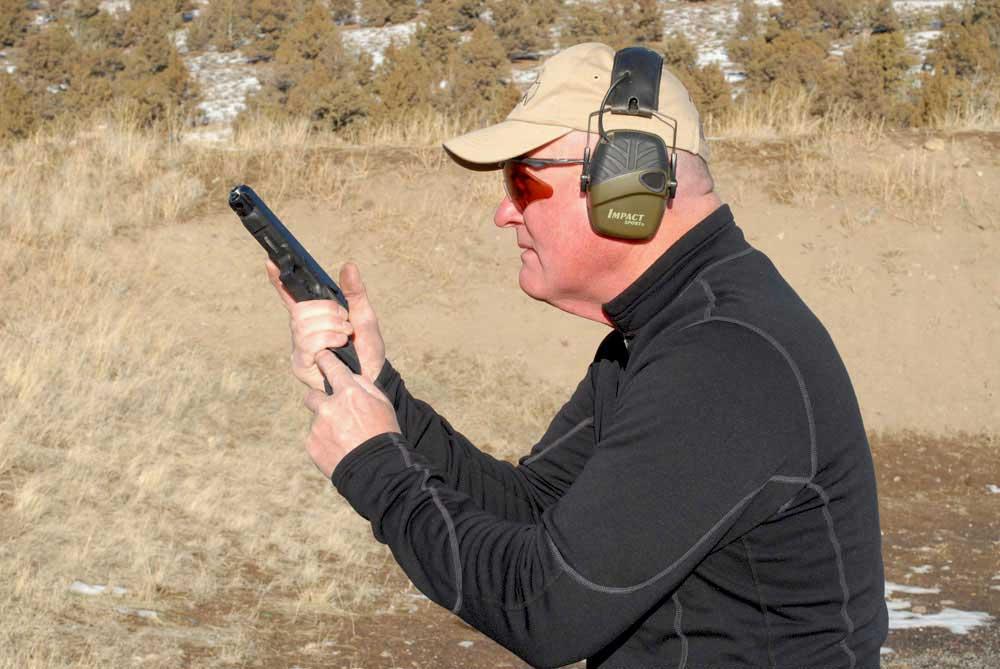 Reloading pistol